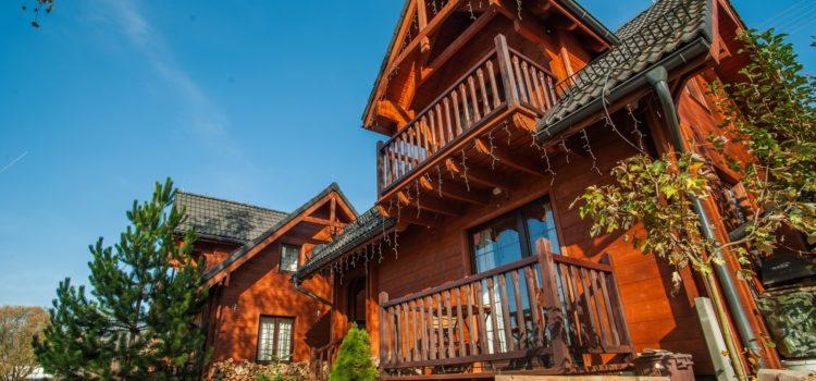 Całoroczne domki nadjeziorem – wygoda dla całej rodziny